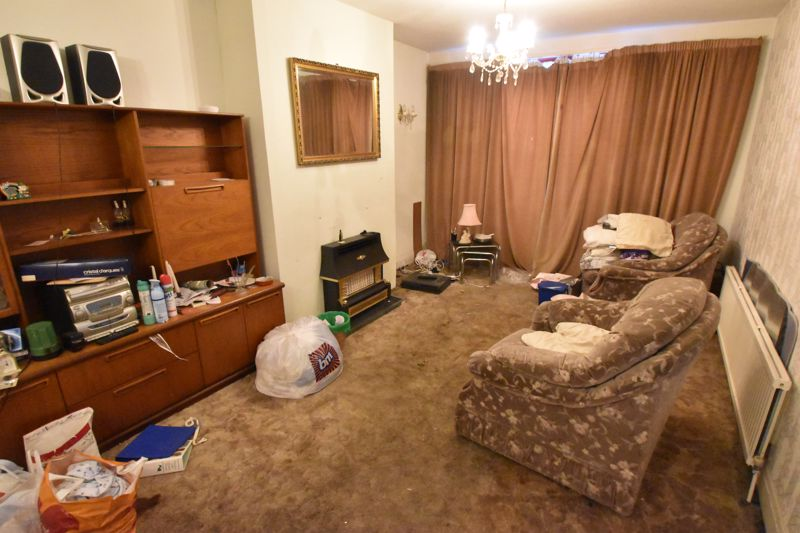 3 bedroom Semi-Detached  to buy in Sherwood Road, Luton - Photo 1