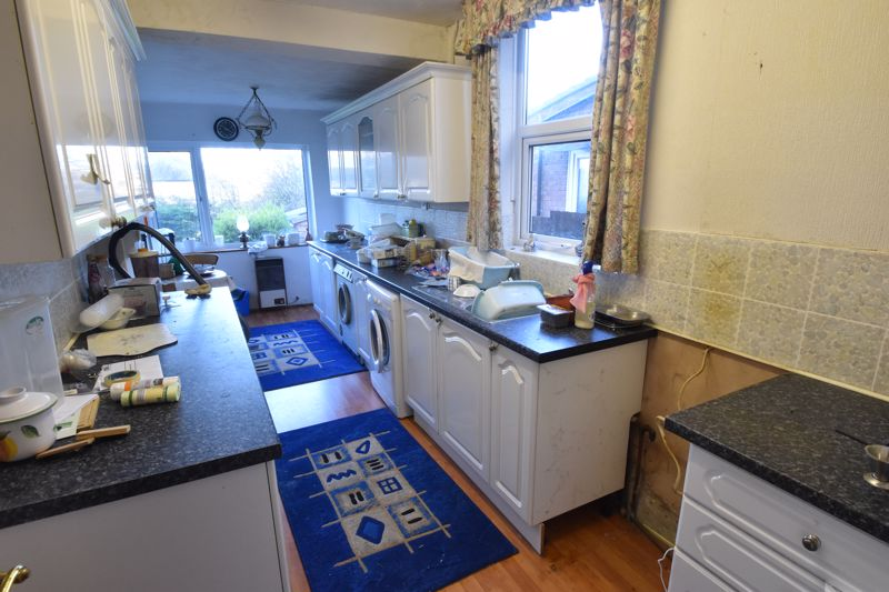 3 bedroom Semi-Detached  to buy in Sherwood Road, Luton - Photo 3