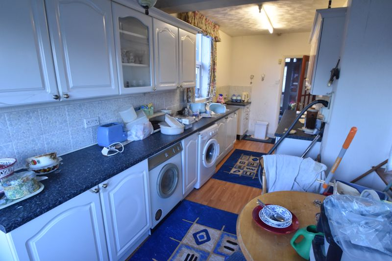 3 bedroom Semi-Detached  to buy in Sherwood Road, Luton - Photo 4