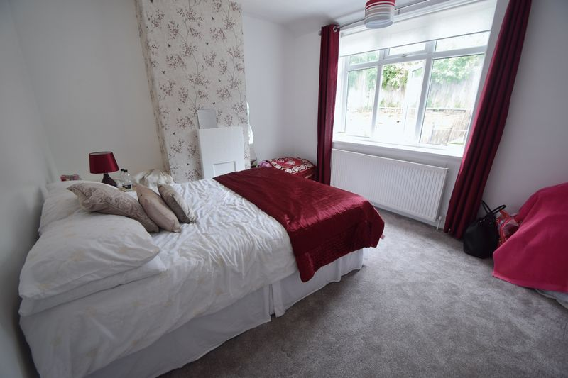 3 bedroom Semi-Detached  to buy in Farley Hill, Luton - Photo 4