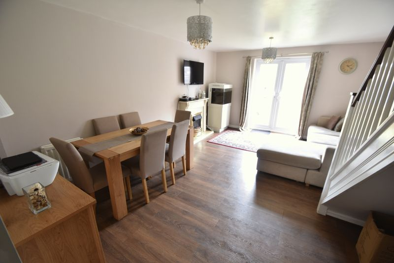 2 bedroom End Terrace to buy in Linden Road, Luton - Photo 2