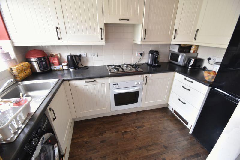 2 bedroom End Terrace to buy in Linden Road, Luton - Photo 4