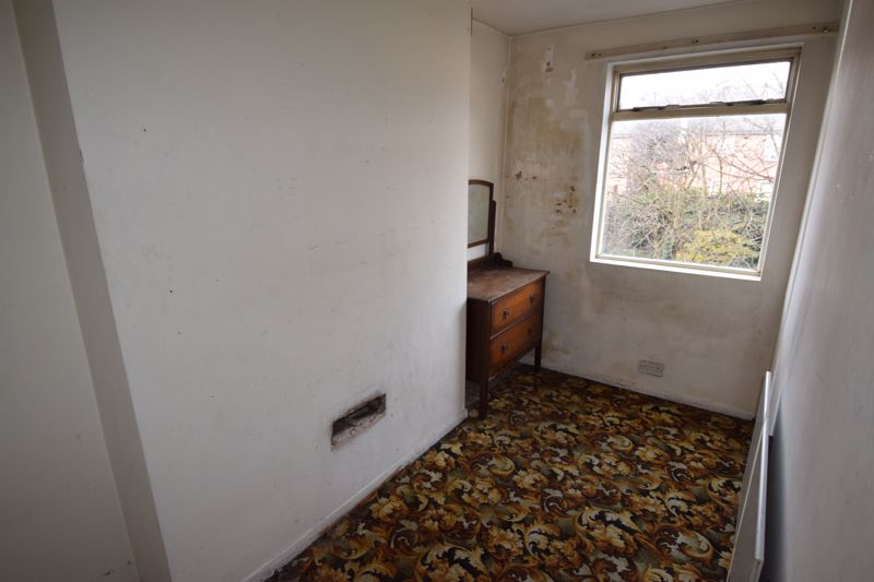4 bedroom Mid Terrace to buy in Cardigan Street, Luton - Photo 3