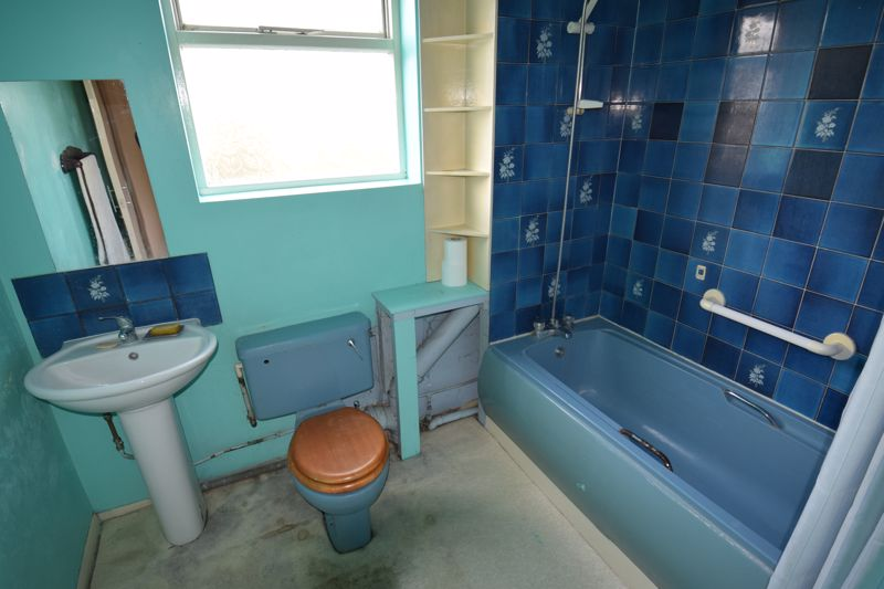 4 bedroom Mid Terrace to buy in Cardigan Street, Luton - Photo 7