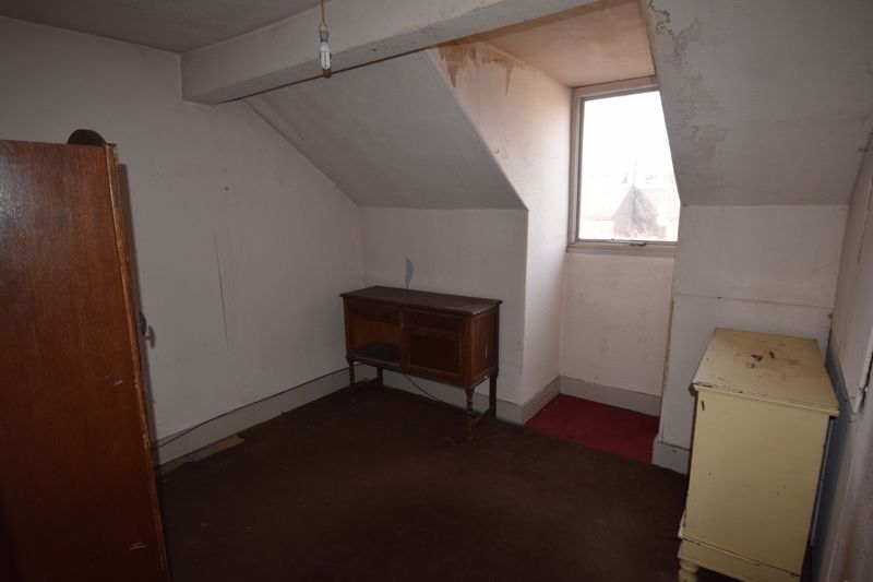 4 bedroom Mid Terrace to buy in Cardigan Street, Luton - Photo 8
