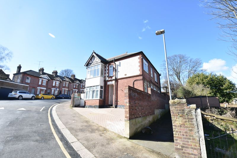 9 bedroom  to buy in Russell Rise, Luton - Photo 1