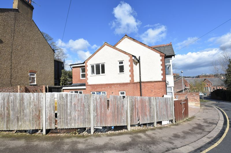 9 bedroom  to buy in Russell Rise, Luton - Photo 2