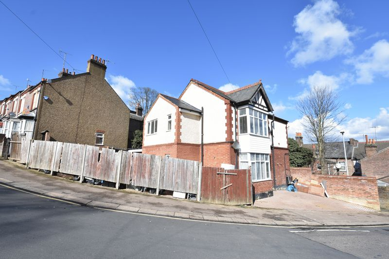 9 bedroom  to buy in Russell Rise, Luton - Photo 3