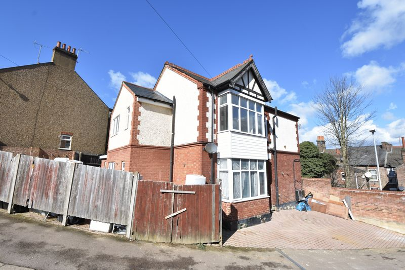 9 bedroom  to buy in Russell Rise, Luton - Photo 5