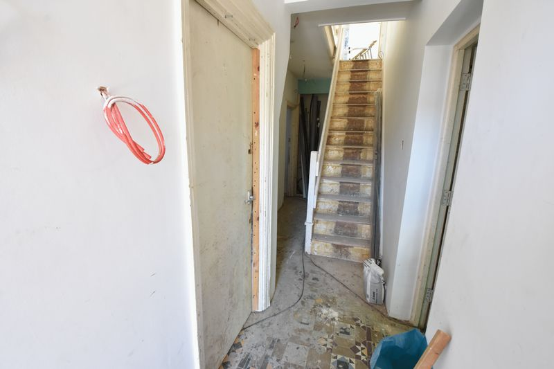 9 bedroom  to buy in Russell Rise, Luton - Photo 6