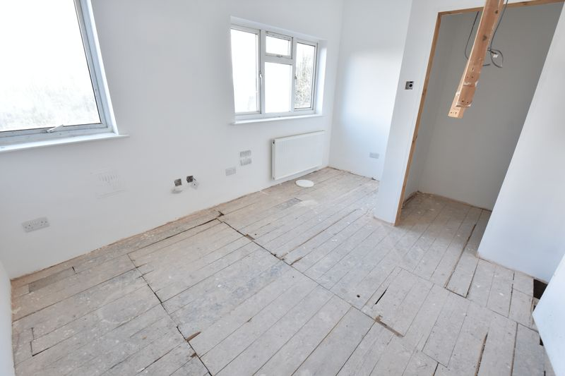 9 bedroom  to buy in Russell Rise, Luton - Photo 14