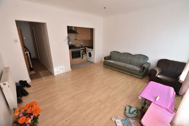 2 bedroom Flat to buy in 79 Frederick Street, Luton - Photo 2