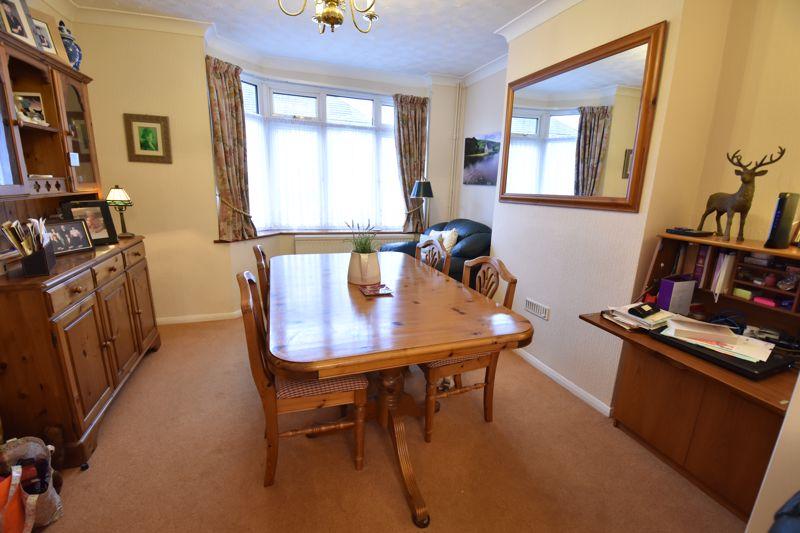 3 bedroom Semi-Detached  to buy in Moat Lane, Luton - Photo 2