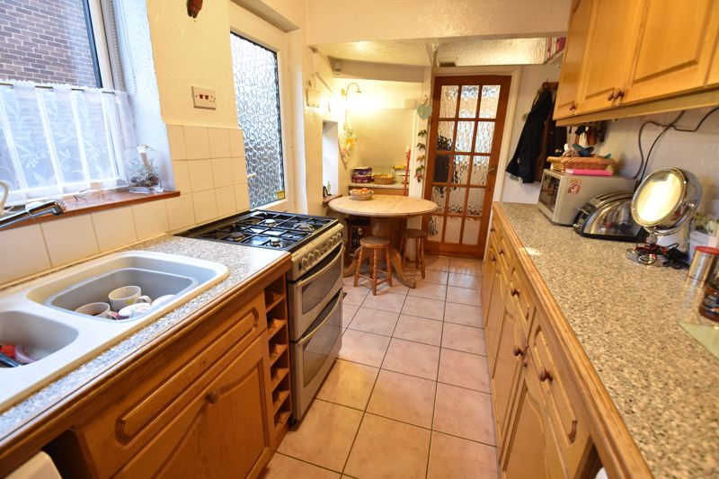 3 bedroom Semi-Detached  to buy in Moat Lane, Luton - Photo 4