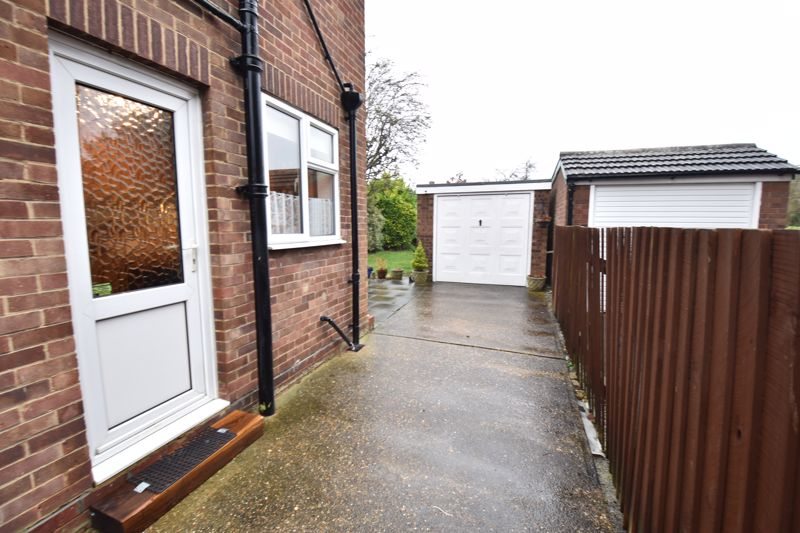3 bedroom Semi-Detached  to buy in Moat Lane, Luton - Photo 5