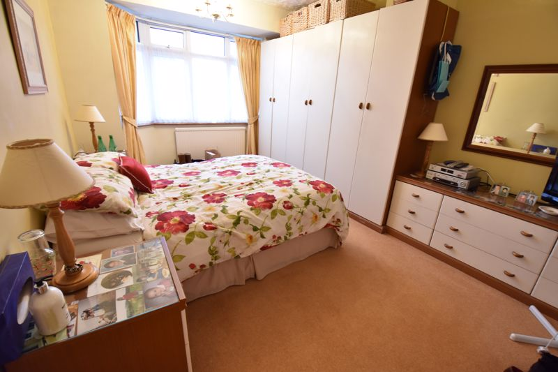 3 bedroom Semi-Detached  to buy in Moat Lane, Luton - Photo 14