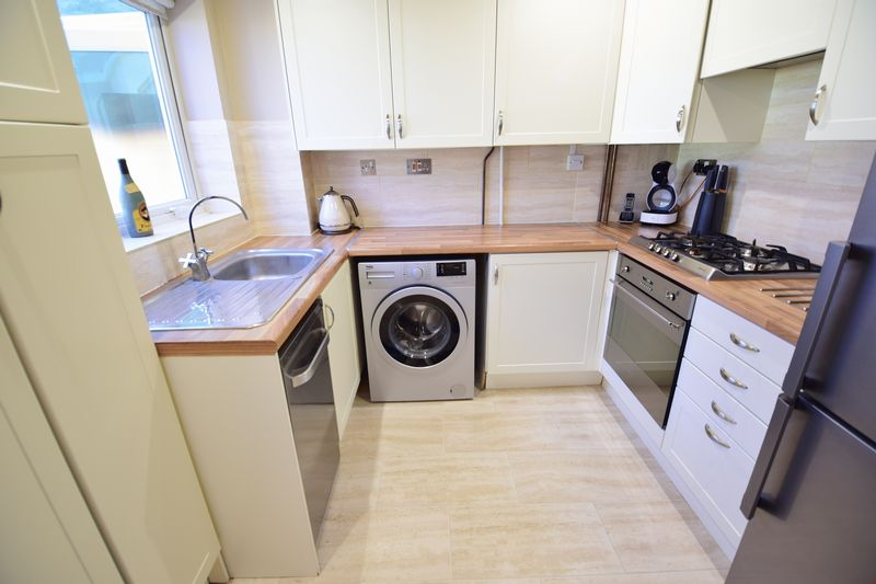 3 bedroom Semi-Detached  to buy in Dunsmore Road, Luton - Photo 6