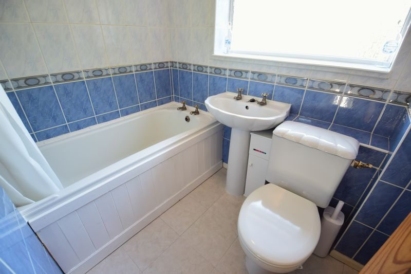 3 bedroom Semi-Detached  to buy in Dunsmore Road, Luton - Photo 14