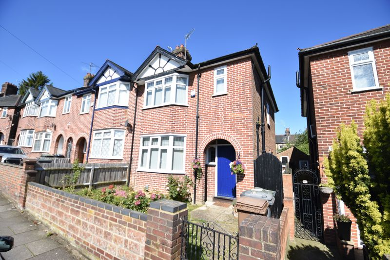 3 bedroom End Terrace to buy in Strathmore Avenue, Luton