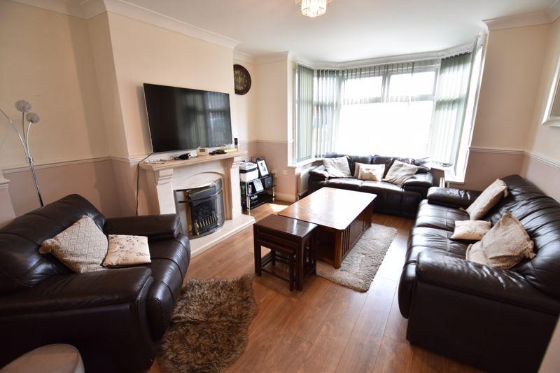 3 bedroom Semi-Detached  to buy in Rutland Crescent, Luton - Photo 12