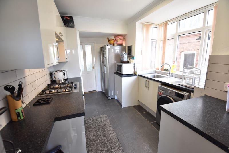 3 bedroom Semi-Detached  to buy in Rutland Crescent, Luton - Photo 15