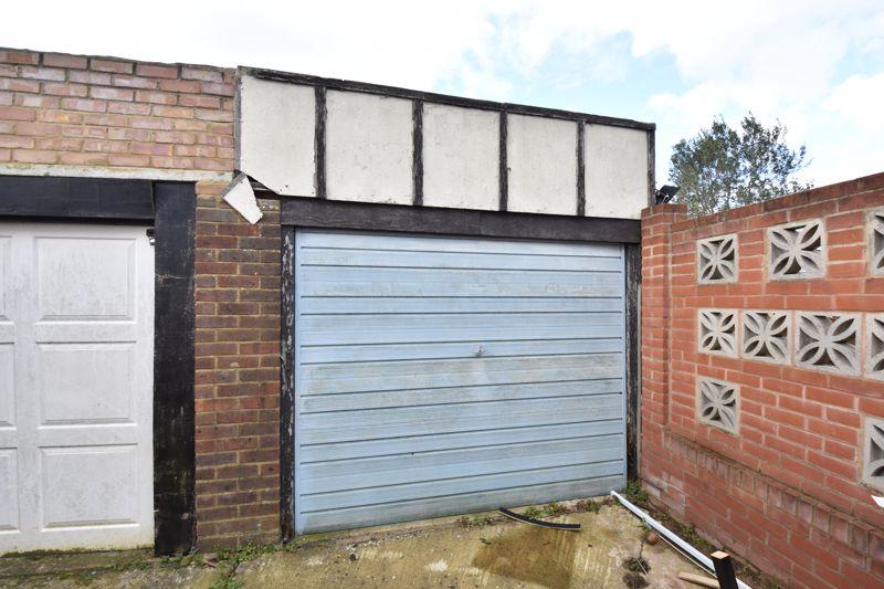 3 bedroom Semi-Detached  to buy in Rutland Crescent, Luton - Photo 3