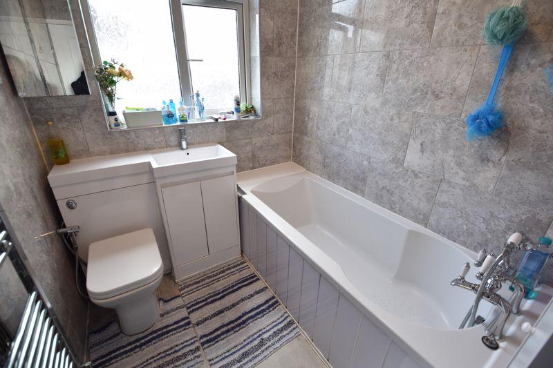 3 bedroom Semi-Detached  to buy in Rutland Crescent, Luton - Photo 5