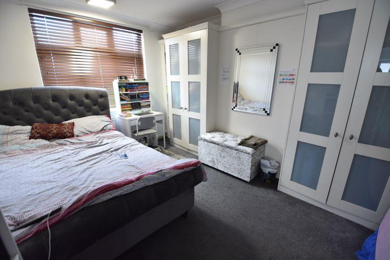 3 bedroom Semi-Detached  to buy in Rutland Crescent, Luton - Photo 7