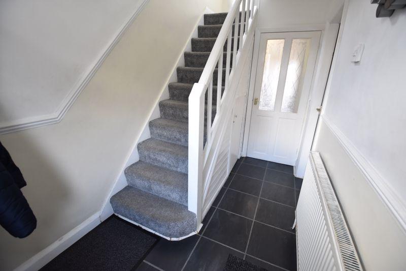 3 bedroom Semi-Detached  to buy in Rutland Crescent, Luton - Photo 9