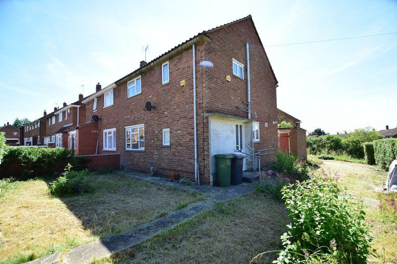 3 bedroom Semi-Detached  to buy in Hollybush Road, Luton - Photo 19