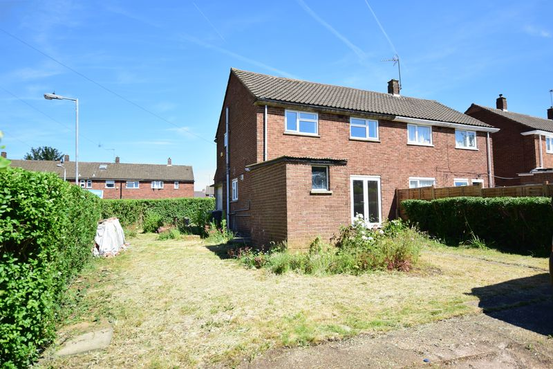 3 bedroom Semi-Detached  to buy in Hollybush Road, Luton