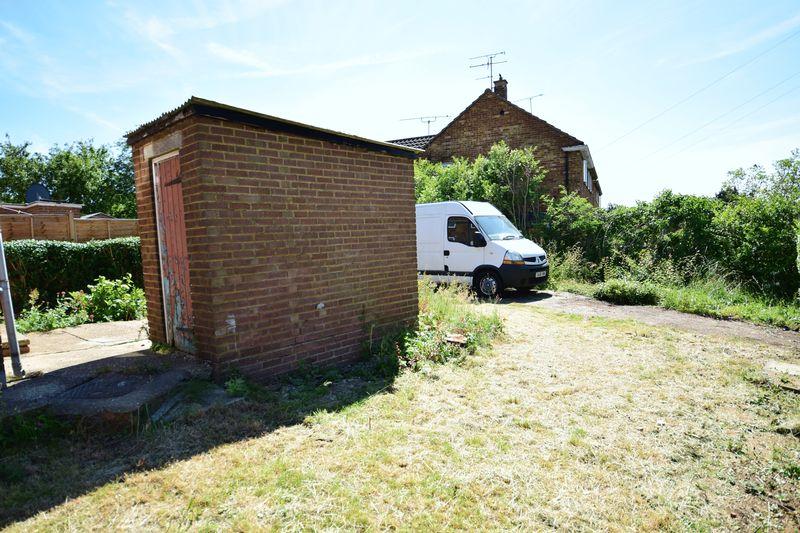 3 bedroom Semi-Detached  to buy in Hollybush Road, Luton - Photo 22