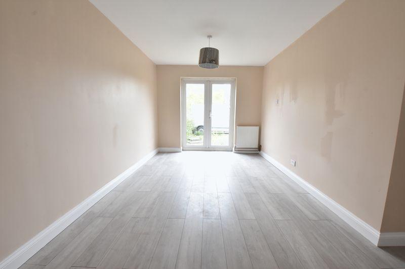 3 bedroom Semi-Detached  to buy in Hollybush Road, Luton - Photo 3