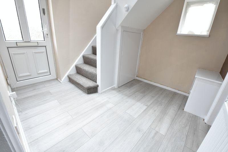3 bedroom Semi-Detached  to buy in Hollybush Road, Luton - Photo 4
