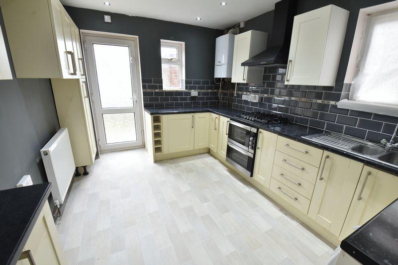 3 bedroom Semi-Detached  to buy in Hollybush Road, Luton - Photo 5
