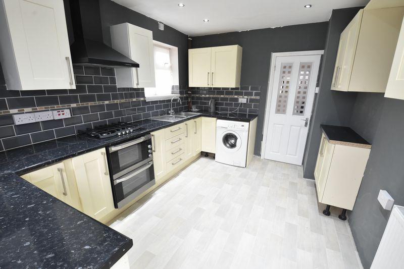3 bedroom Semi-Detached  to buy in Hollybush Road, Luton - Photo 6
