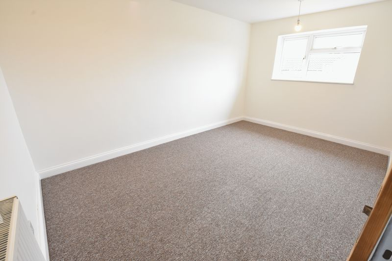 3 bedroom Semi-Detached  to buy in Hollybush Road, Luton - Photo 8