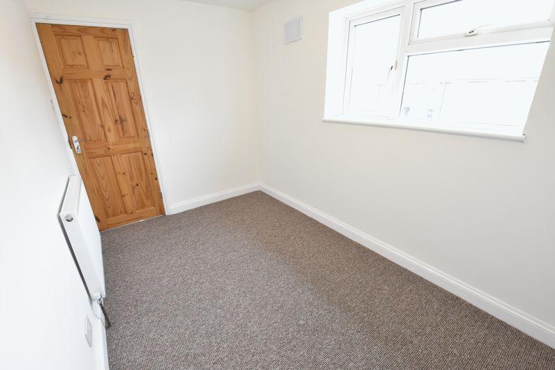 3 bedroom Semi-Detached  to buy in Hollybush Road, Luton - Photo 10