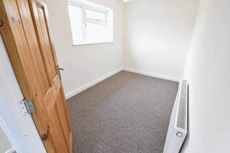 3 bedroom Semi-Detached  to buy in Hollybush Road, Luton - Photo 11