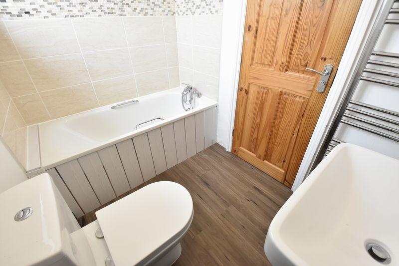3 bedroom Semi-Detached  to buy in Hollybush Road, Luton - Photo 12
