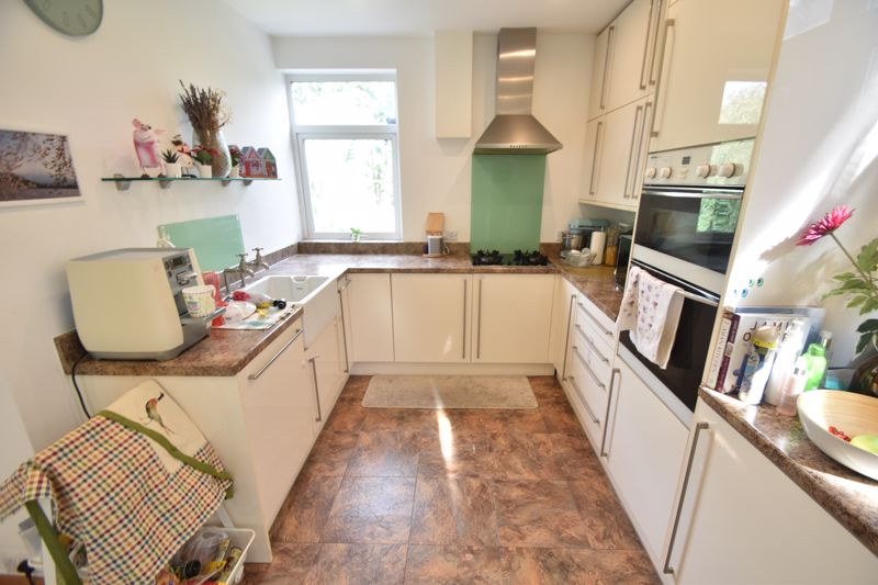 3 bedroom Semi-Detached  to rent in St. Michaels Crescent, Luton - Photo 5
