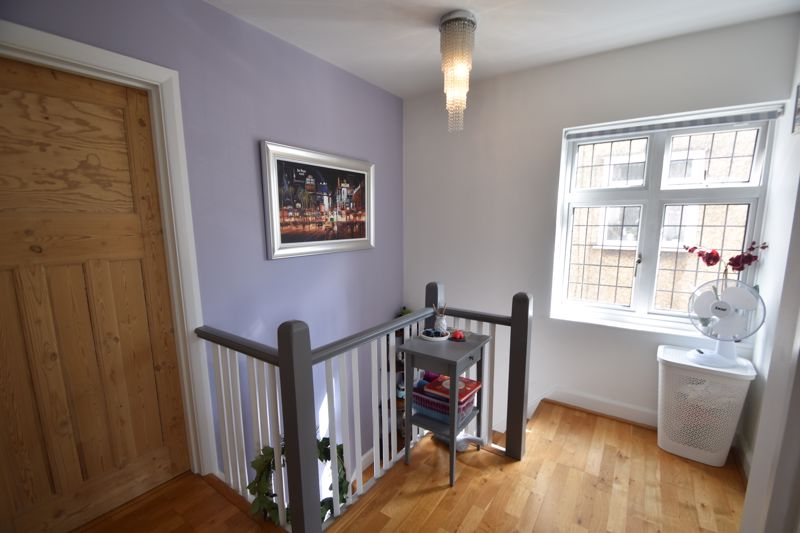 3 bedroom Semi-Detached  to rent in St. Michaels Crescent, Luton - Photo 9
