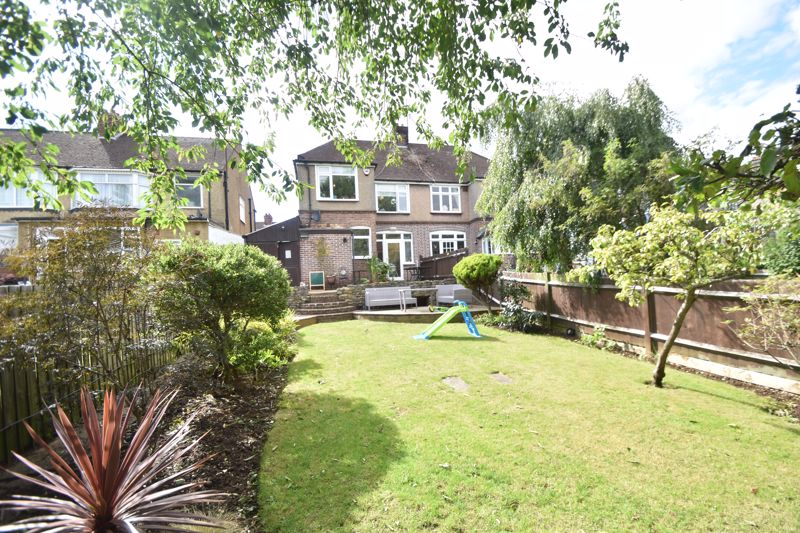 3 bedroom Semi-Detached  to rent in St. Michaels Crescent, Luton - Photo 17