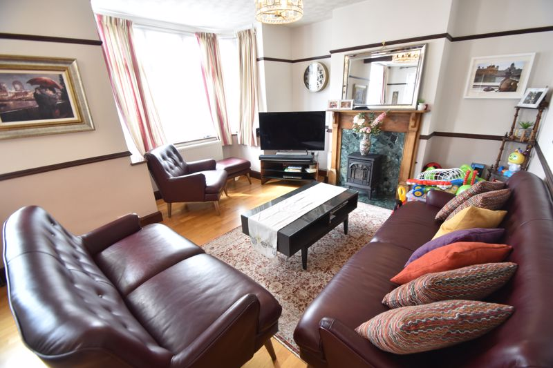 3 bedroom Semi-Detached  to rent in St. Michaels Crescent, Luton - Photo 25