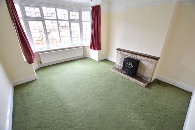 3 bedroom Semi-Detached  to buy in Wardown Crescent, Luton - Photo 1
