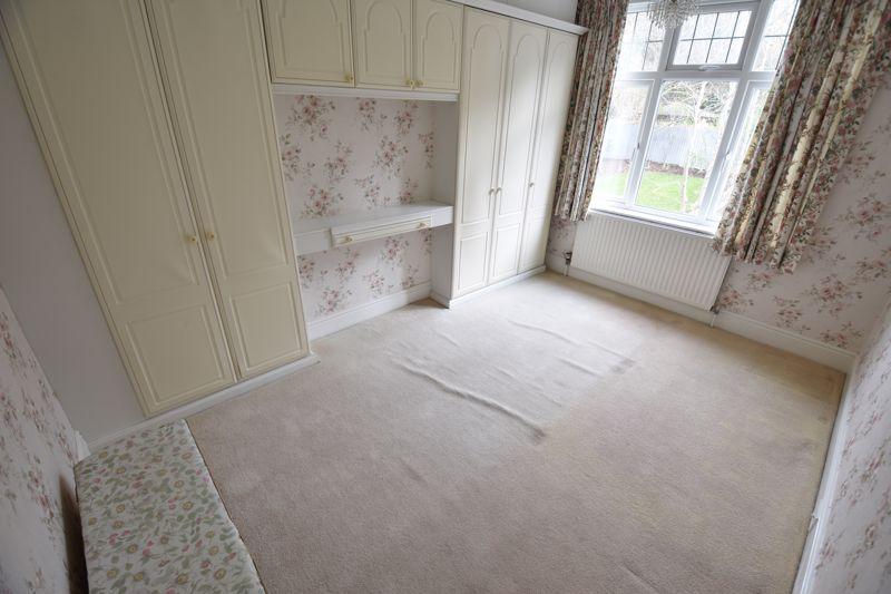 3 bedroom Semi-Detached  to buy in Wardown Crescent, Luton - Photo 6
