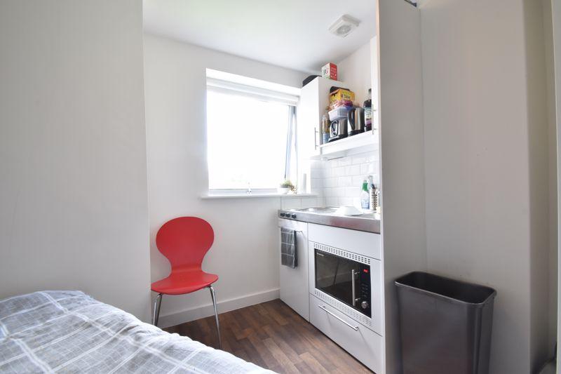 1 bedroom Apartment / Studio to buy in Park Street, Luton - Photo 4