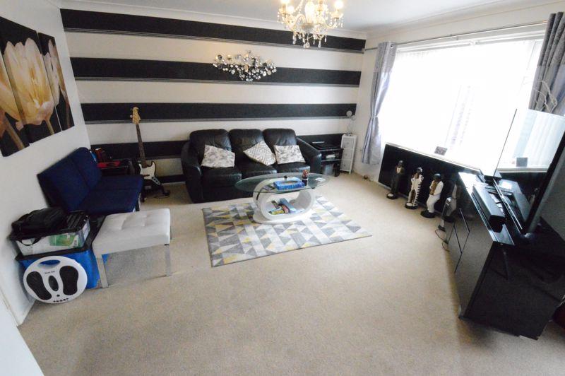 3 bedroom Mid Terrace to buy in Telscombe Way, Luton - Photo 1