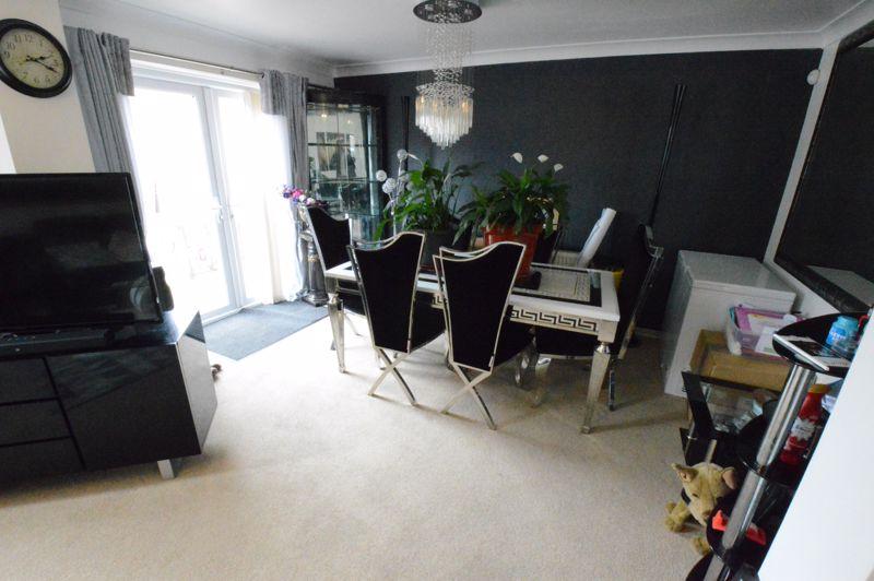 3 bedroom Mid Terrace to buy in Telscombe Way, Luton - Photo 2