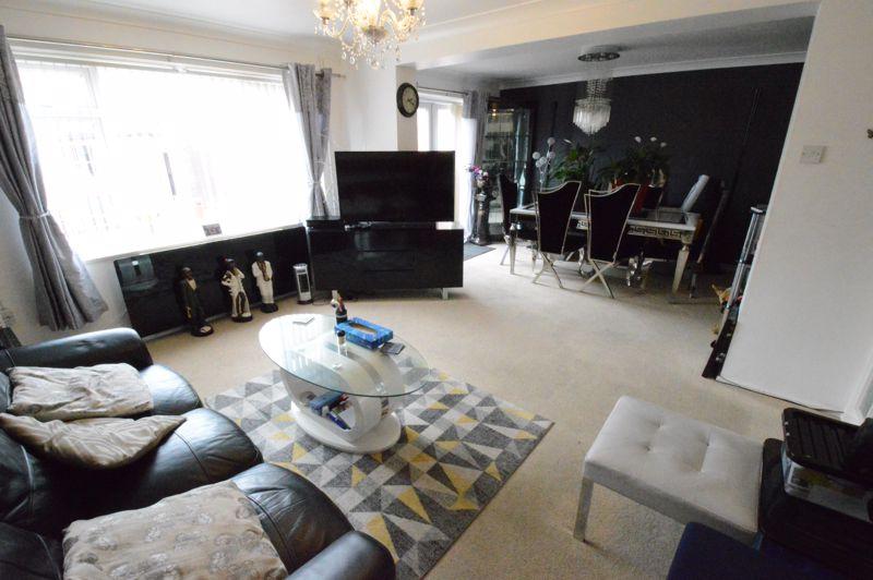 3 bedroom Mid Terrace to buy in Telscombe Way, Luton - Photo 3